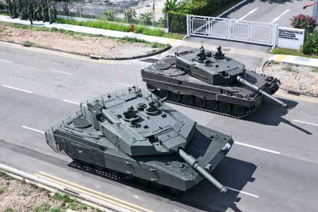 Leopard 2A8 and 2A4.jpg