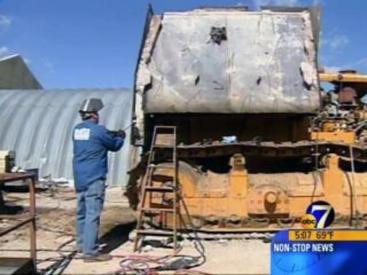 Dismantling-Granby-bulldozer-4395775_313738_ver1.0_640_480.jpg